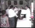 Præst kaster med helligt vand